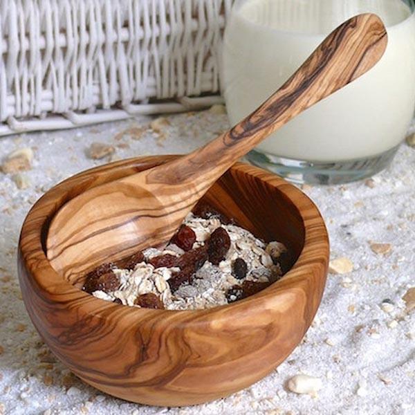 Müslischale mit Löffel aus Olivenholz